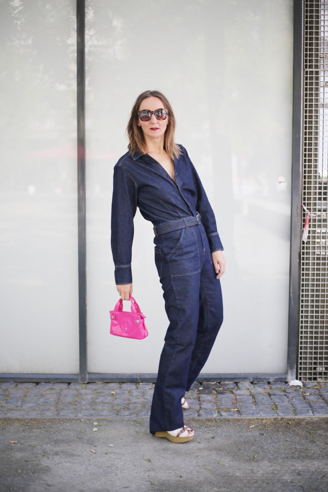 denim-jumpsuit_jeans-overall_mode-blog_ue40_oceanblue-style_frankfurt_armani_boho-tasche_bash-paris_hilfiger-sandalen