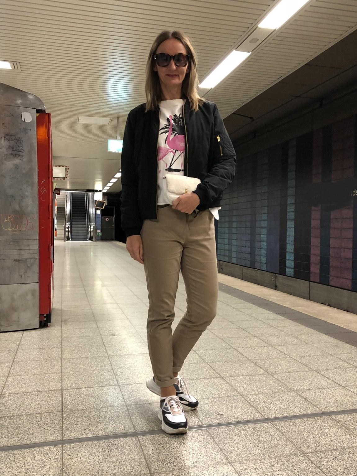 frankfurt_altstadt_blouson_bomber-jacke_casual-look_mode-blog_ue50_oceanblue-style