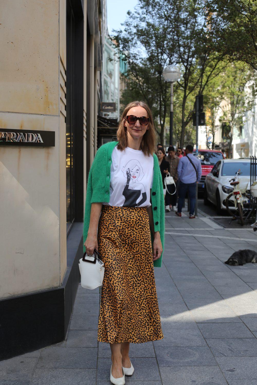 leoparden-mustermix_streifen-bluse_gruen-kombinieren_chanel_prada_frankfurt-blog_goethestrasse_oceanblue-style_ue40_schlangenprint-pumps (11)-01