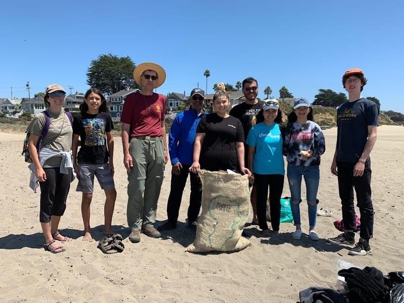 Ocean-cleanup-volunteers-removing-microplastics