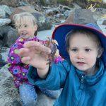 children-holding-crab-in-oregon