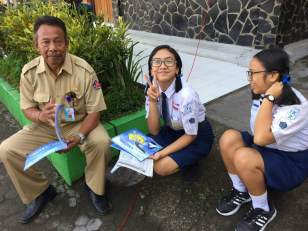 Checking out the Ocean Champions books being donated to the library at SMP 2 Desa Kayuputih.