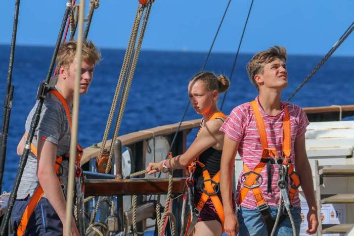 Schüler auf dem Schiff