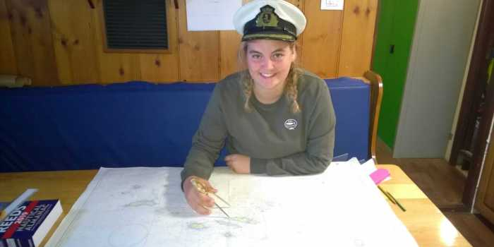 Schülerin Sophie als Kapitänin