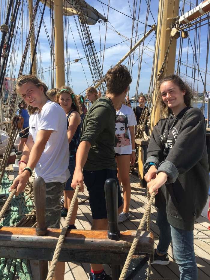 Emily bei der Arbeit auf dem Segelschiff Pelican of London