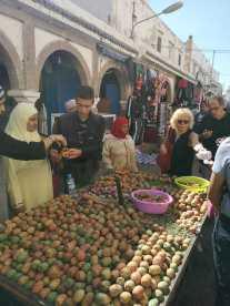 Kulturelle Kompetenz? Auf einem Markt in Marakesh lernen feilschen Menschen