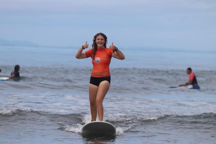 Martha beim Surfen