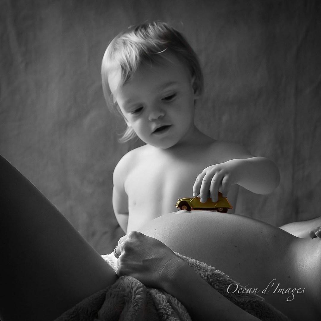 Photographe femme enceinte La Rochelle Chatelaillon en noir et blanc