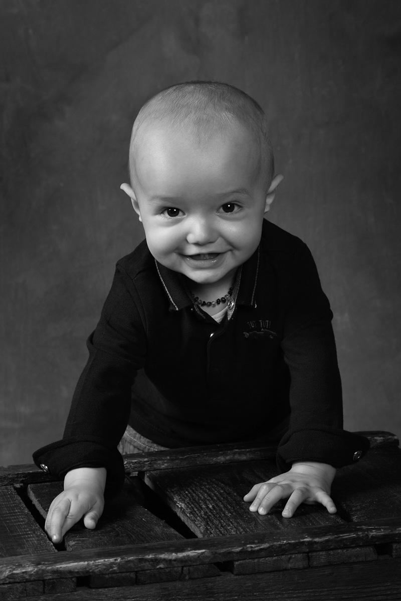photo enfant studio noir et blanc