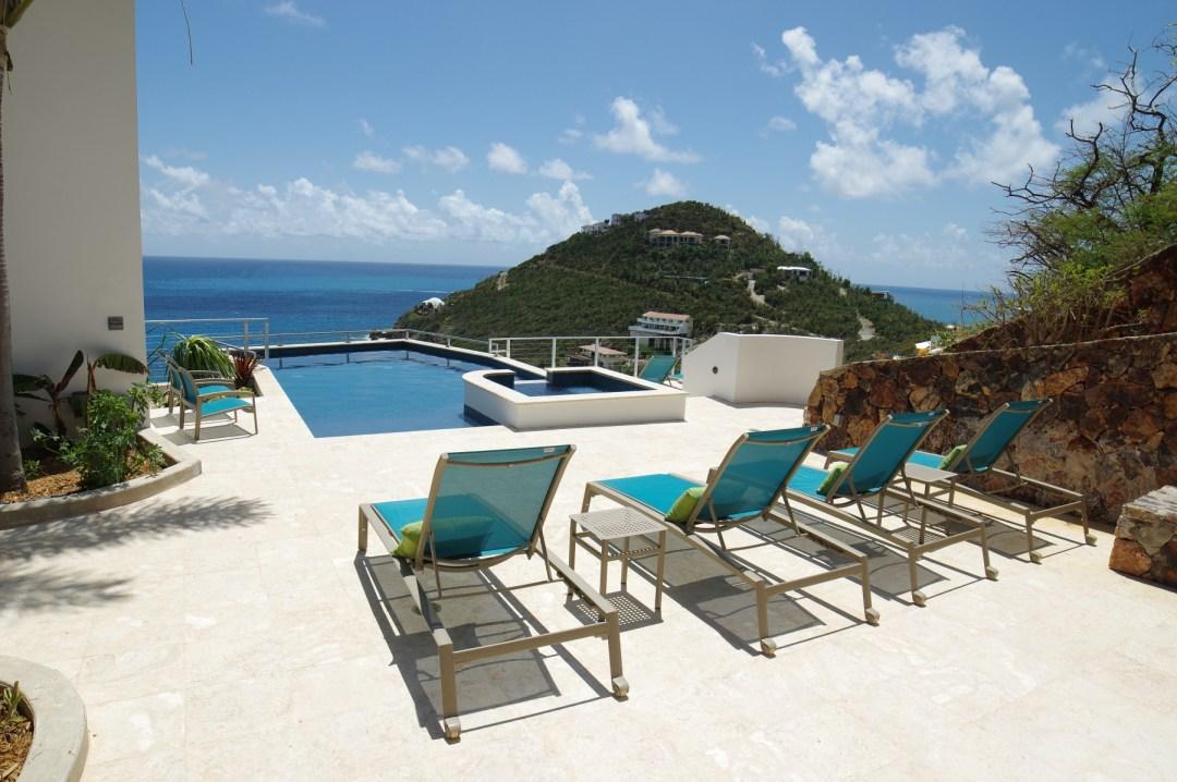 Pool with sun shelf