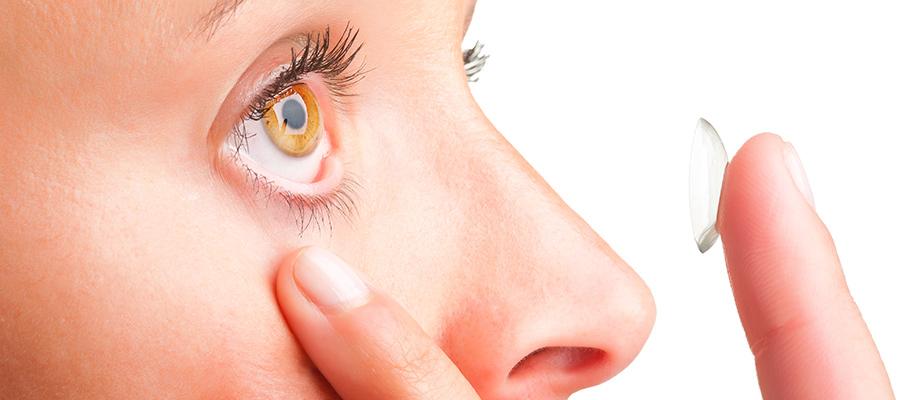 Nasıl Kartvizit Lensleri Giyeceğini Bilmek İçin Çok az şey, onları doğru şekilde çıkarmanız gerekir. Hazırlık, en başında belirtilenlere benzer. Eller kesinlikle temiz. Sipariş hakkında yapışın - sadece sağa veya sola başlayın, değiştirmeyin.