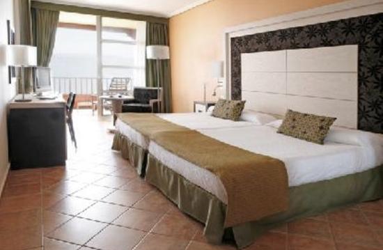 Habitación standar del hotel Rubicón Palace de Playa Blanca, Lanzarote