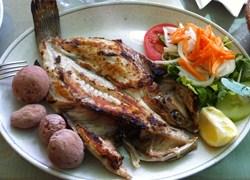 Ración de cherne del restaurante El Amanecer, Arrieta, Lanzarote, especialidad en pescado fresco