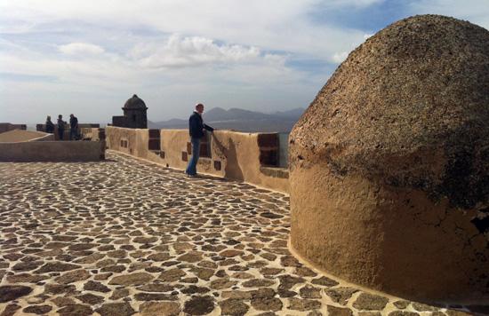 ¿Qué museos ver en Lanzarote? Horarios y precios del Museo de la Piratería de Teguise. Castillo Santa Bárbara y vistas desde Montaña Guapapay, Teguise, Lanzarote