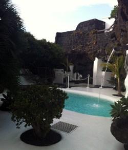 Piscina y jardines de la Fundación César Manrique