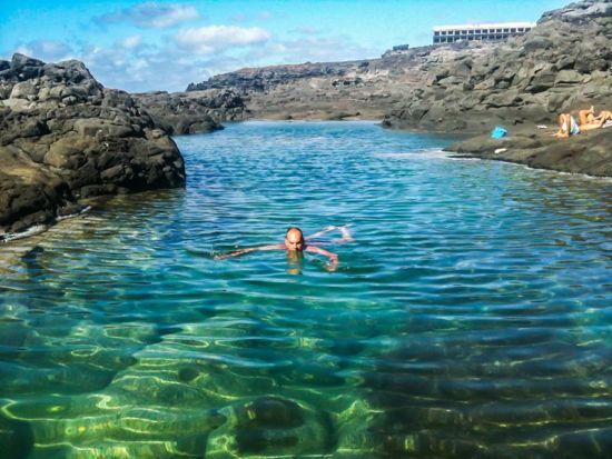 gran piscina natural de Los Charcones de Lanzarote