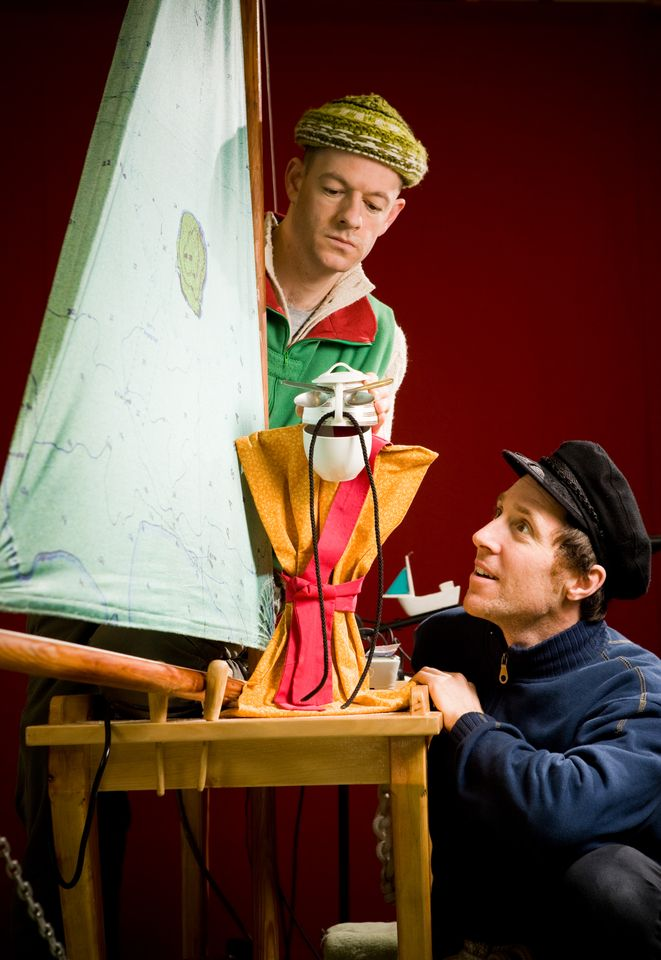 4) Terrapin Puppet Theatre - Performers Quinn Griggs and Jeff Michel © Peter Mathew