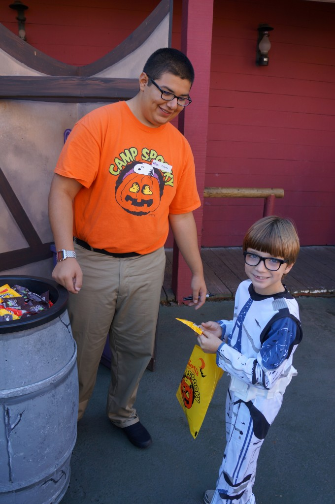Trick-or-treat at Knotts Berry Farm