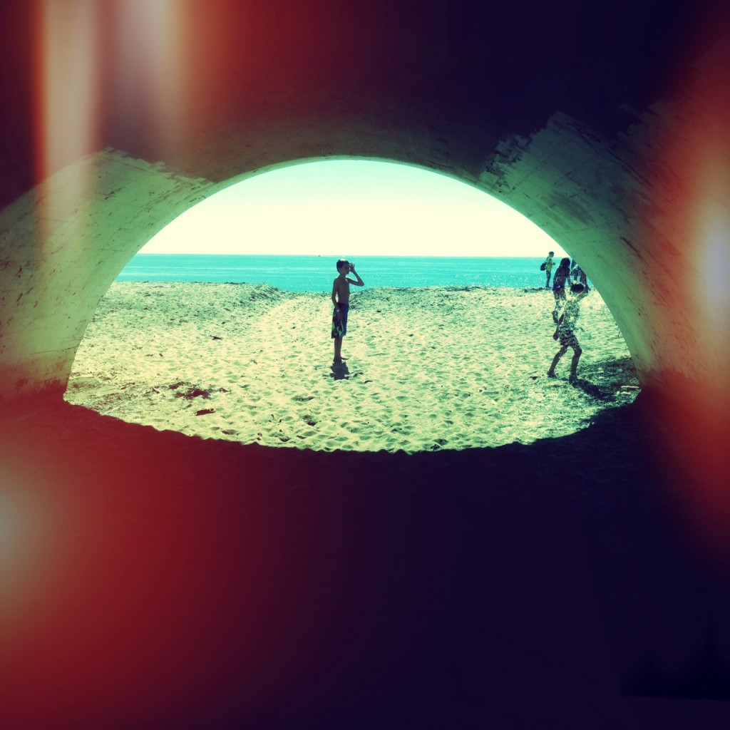 The tunnel to access the beach