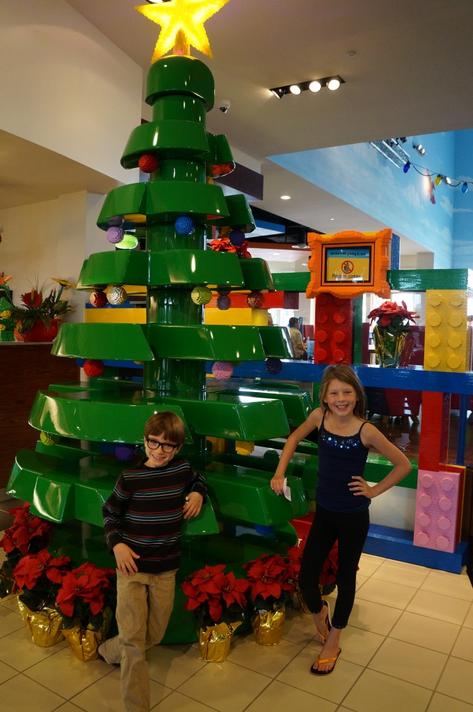 Legoland-hotel-holiday-decorations-08