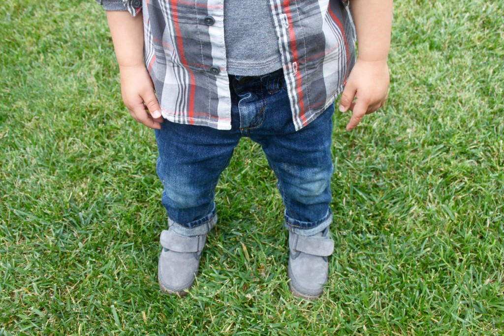 Boy wearing Cienta Shoes