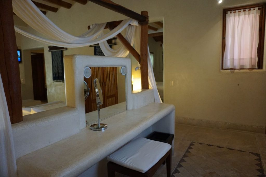 dressing room at viceroy Zihuatanejo