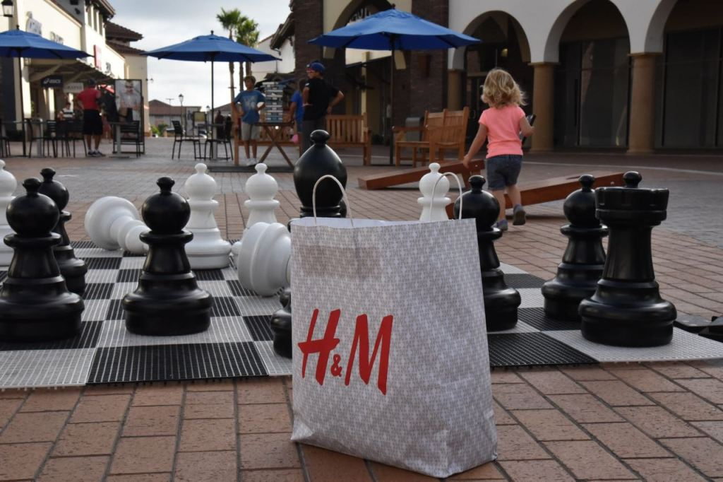 playing-games-at-outlets-at-san-clemente