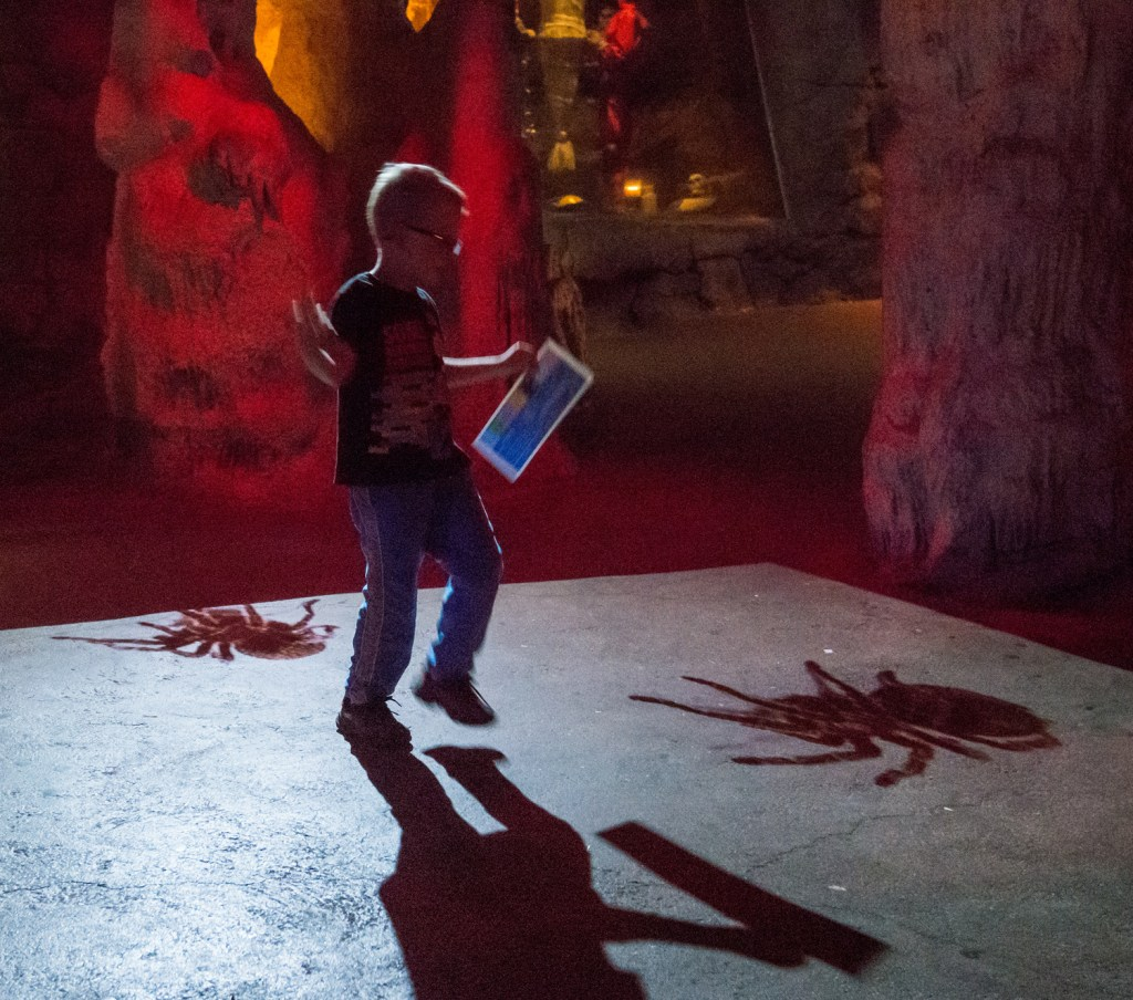 spooky-caves-at-la-boo-at-the-zoo