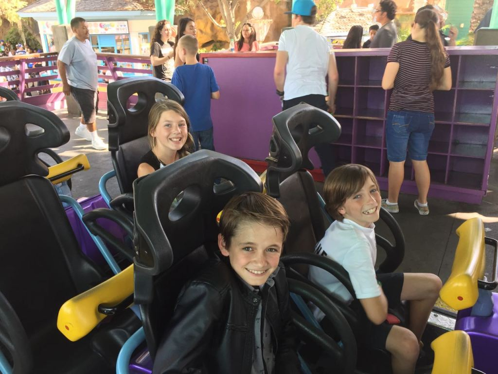 kids-going-on-xcelerator-at-knotts