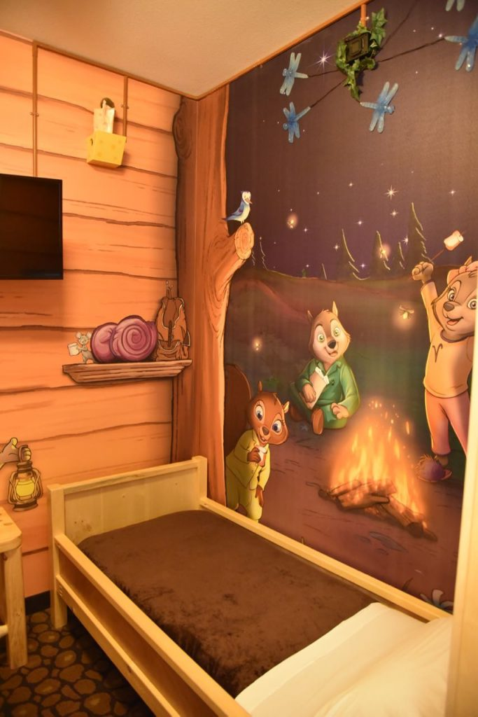 kids-themed-sleeping-area-at-great-wolf-lodge