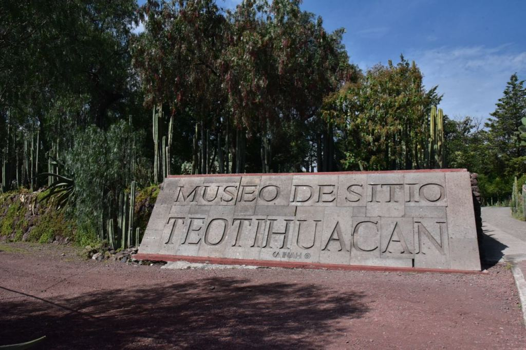 Sign for Teotihuacan Museum