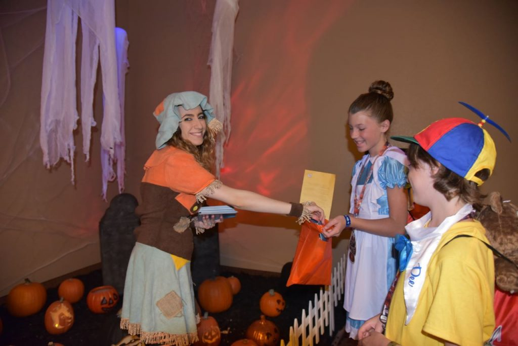trick-or-treating-at-great-wolf-lodge