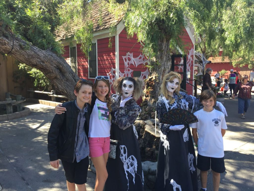 family-fun-at-knotts-spooky-farm