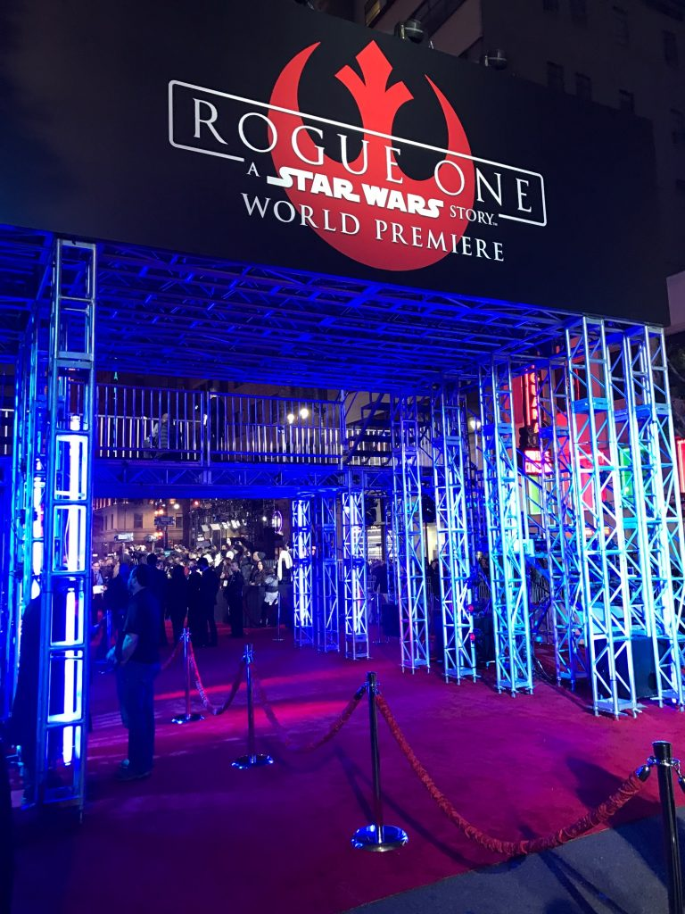 entrance to the rogue one a star wars story premiere