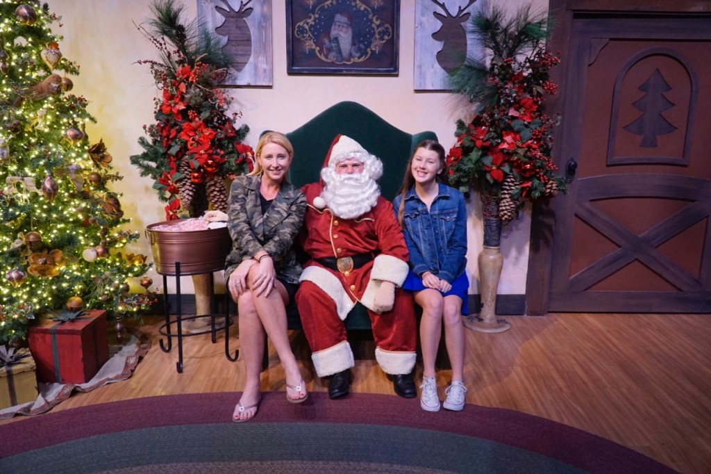 Knott\'s \'Merry\' Farm Tree Lighting | OC Mom Blog
