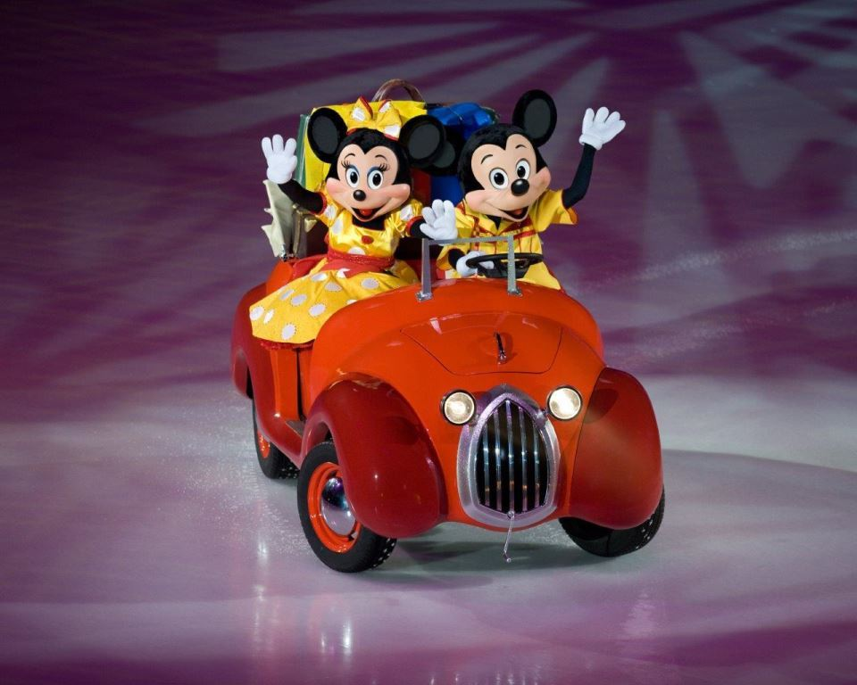 Mickey & Minnie Roadster in Disney on Ice