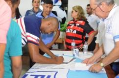 JPFC_Apresentação do elenco_21-01-2017_Jogador Rincón assina contrato_Foto Chico Limeira (4)