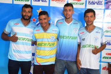 thumbnail_JPFC_Apresentação do elenco_21-01-2017_Jogadores assinam contrados e vestem novas camisas_Foto Chico Limeira (10)
