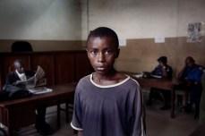 Abdul Essay de catorze anos de idade aparece na Corte n°2. Em 26 Do Julho de 2010, ele estava encarcerado em Pademba. Ele foi acusado de roubar um rádio portátil. O homem que disse ser o dono do rádio bater muito em Abdul, resultando em feridas e problemas respiratórios. Abdul foi levado à delegacia de polícia e detido por oito dias. Os polícias dizem que Abdul já é um adulto. Ele foi liberado em 29 de outubro de 2010, depois de Moleres e John Carlin, um jornalista autônomo, terem feito um pagamento de 320,000 (60 euros do leones) como fiança. Desde novembro de 2012, Abdul tem ido a escola depois de participar do Free Minor Africa, programa de reabiliatção no Saint Michael Center.
