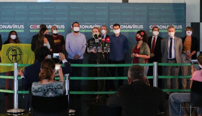 Oposição e mais de 400 entidades da sociedade civil denunciam crimes de Bolsonaro e protocolam pedido de impeachment