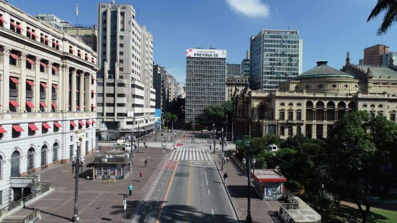 Juristas e advogados vão à Justiça contra flexibilização de quarentena
