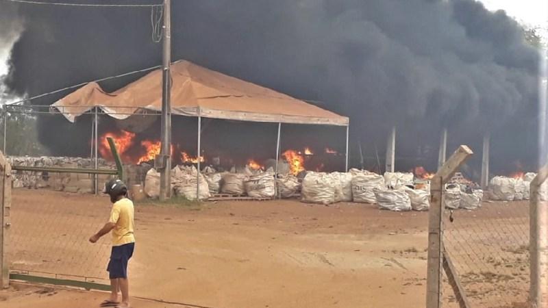Incêndio atinge cooperativa de reciclagem e uma fazenda em Gurupi