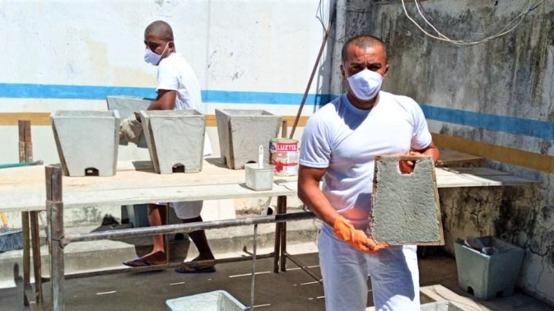 Projeto promove oficina de produção de vasos para jardinagem na Unidade Penal de Arraias