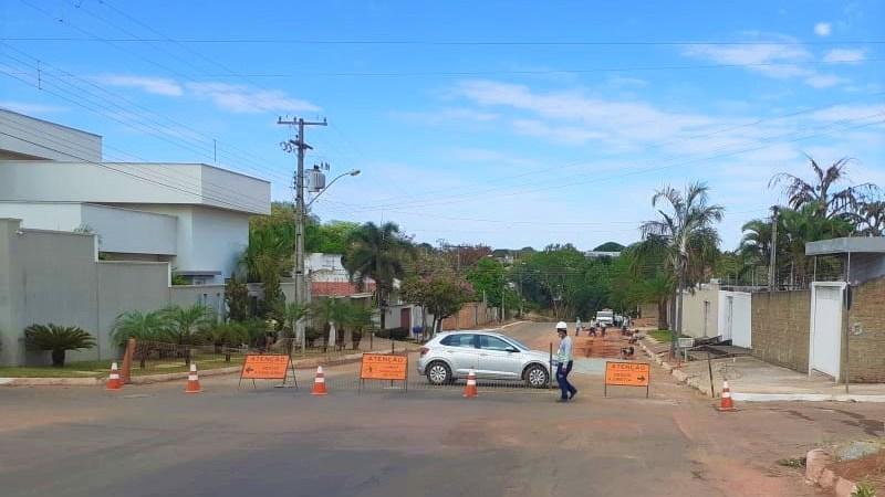 Vias interditadas em Gurupi para obras de esgoto, veja onde estão
