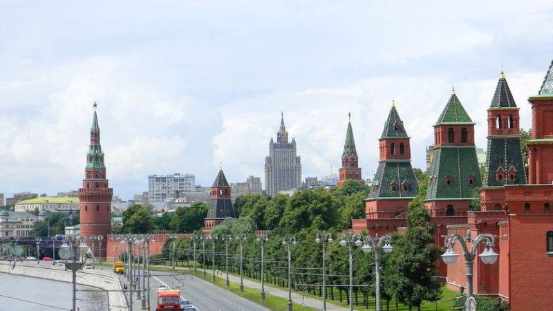 Rússia deve deixar de usar o dólar e os sistemas de pagamento do Ocidente, diz chanceler russo