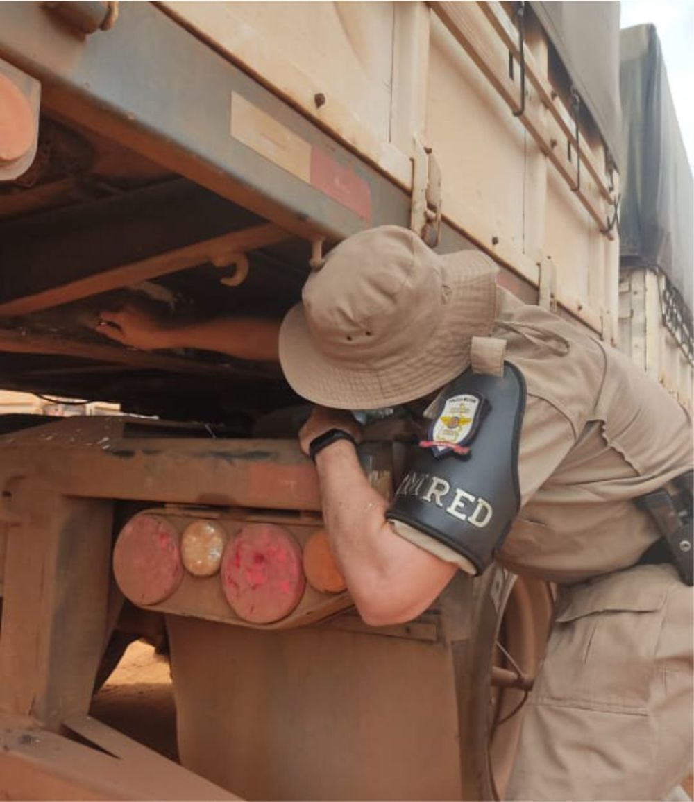 Caminhão bitrem com sinais de adulteração é recuperado durante abordagem em Posto Fiscal de Luzimangues
