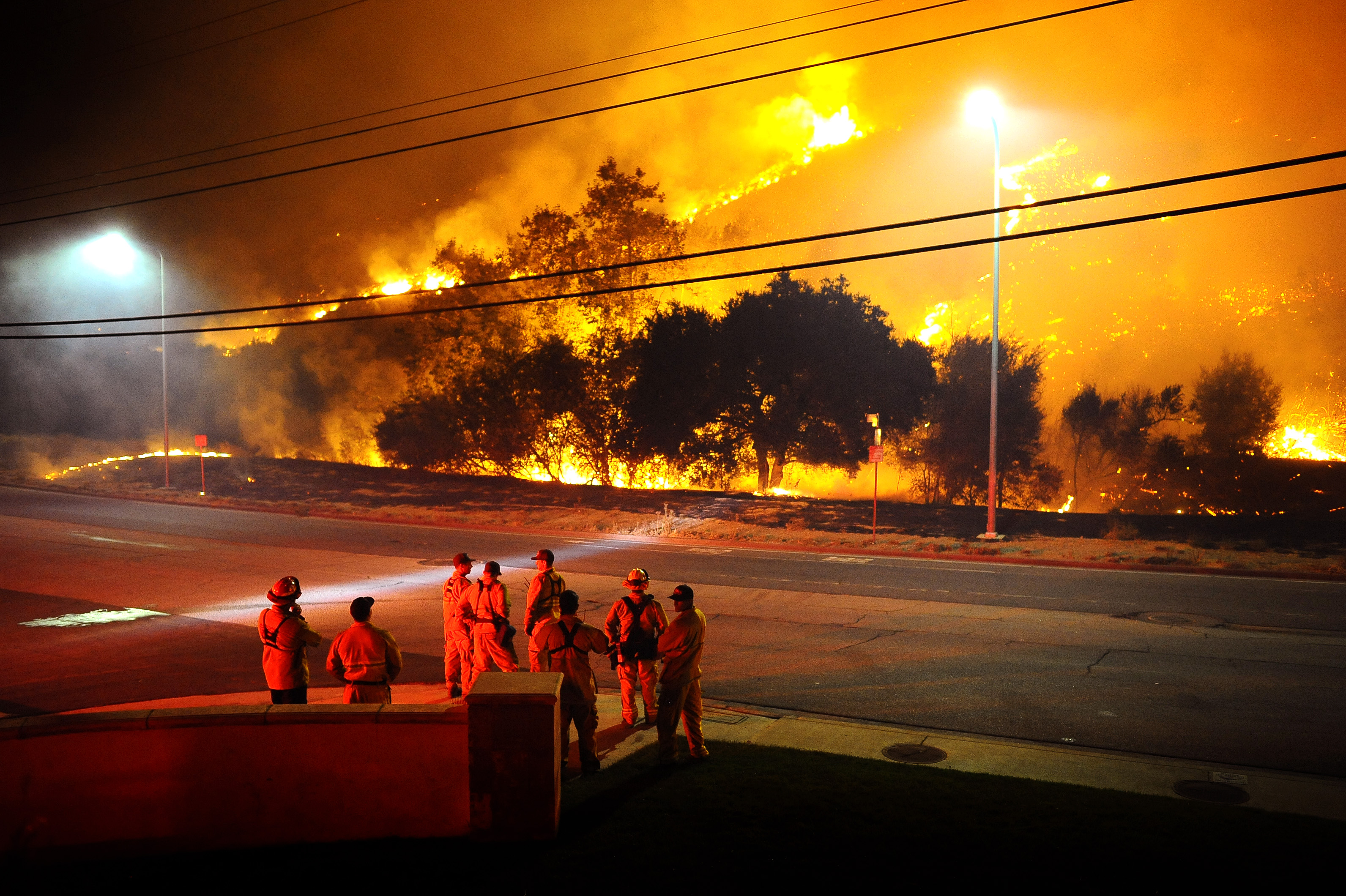 Woolsey Fire Doubles To 70,000 Acres As Winds Die Down