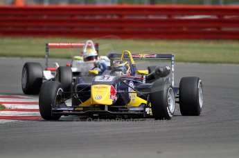 © Octane Photographic 2010. British F3 – Silverstone - Bridge circuit . Jean-Eric Vergne, James Calado - Carlin. 14th August 2010. Digital Ref : 0051CB7D1087
