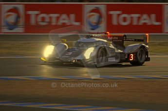 © Octane Photographic 2011. Le Mans night qualifying 9th June 2011. La Sarthe, France. Digital Ref : 0077CB7D0630