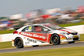 © Octane Photographic Ltd./Chris Enion. British Touring Car Championship – Round 6, Snetterton, Sunday 12th August 2012. Race 2. Gordon Shedden - Honda Yuasa Racing Team, Honda Civic. Digital Ref : 0456ce1d0003